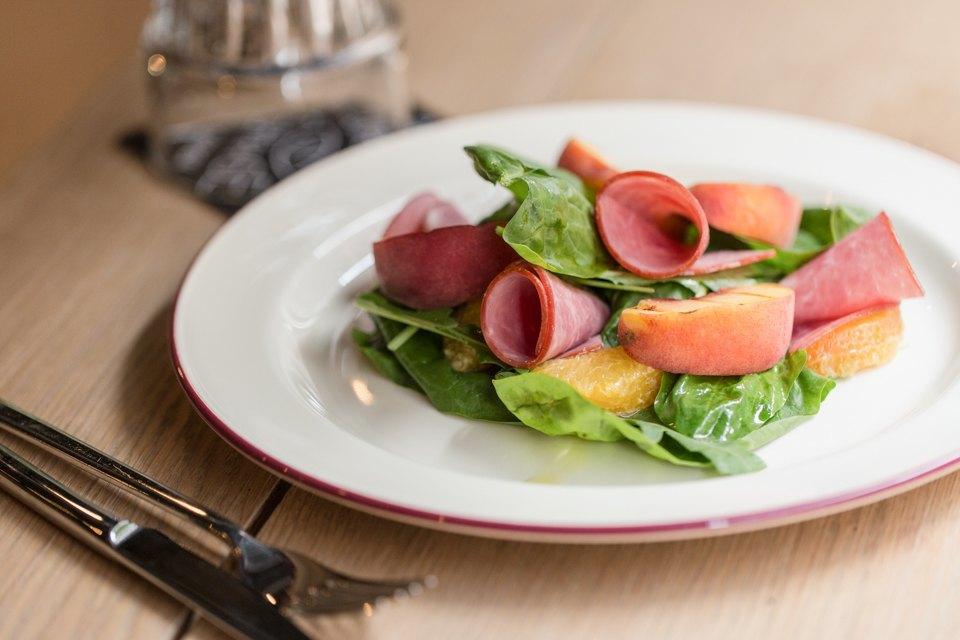 Салат с ветчиной и персиками на гриле — 260 рублей . Изображение № 15.