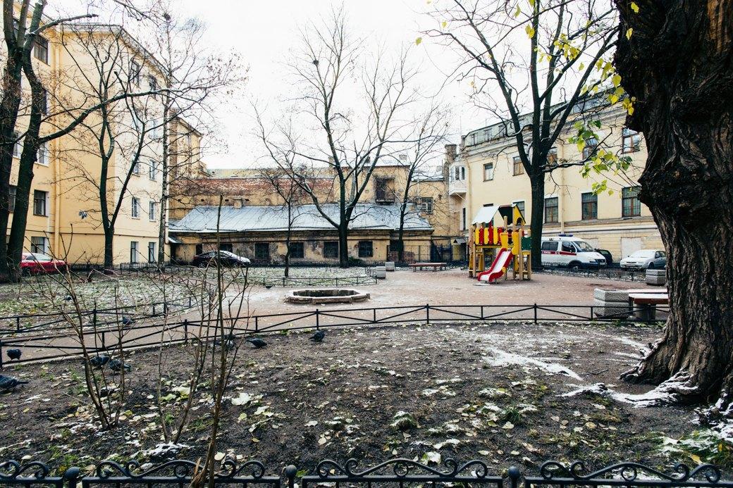 Самые удивительные дворы Петербурга. Изображение № 17.