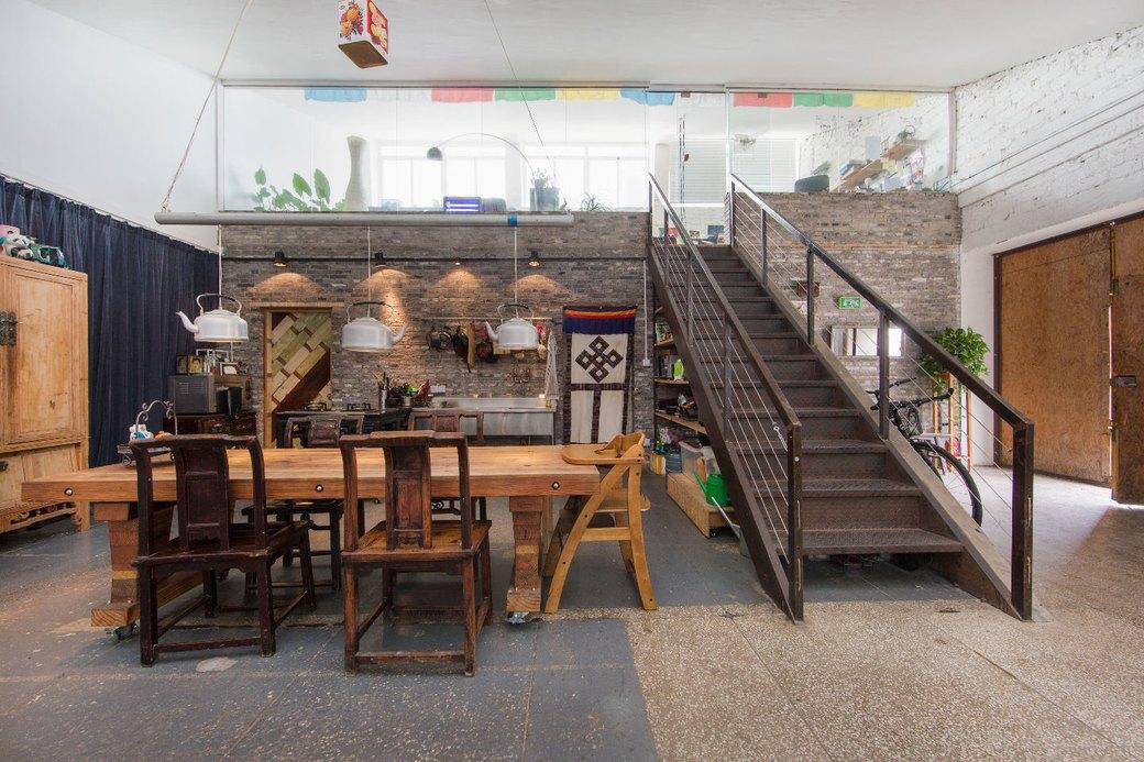 Квартира-мастерская вШанхаесинтерьером извторичныхматериалов. Изображение № 4.