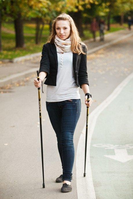 Люди в городе: Кто занимается скандинавской ходьбой. Изображение № 19.