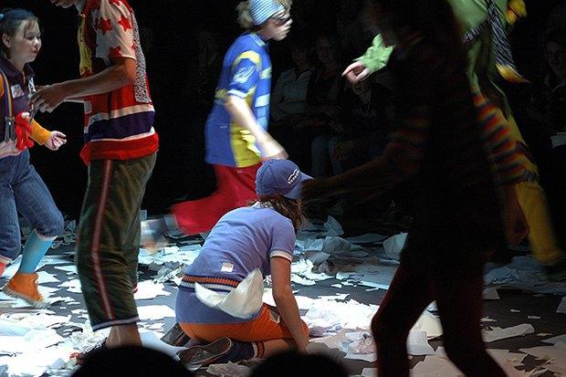 Сцена из спектакля «Своя территория». Изображение № 7.