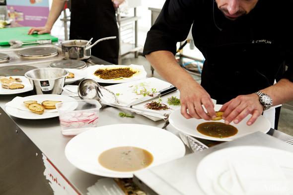 Omnivore Food Festival: Андрей Рывкин готовит карри из петуха на монастырском квасе. Изображение № 29.