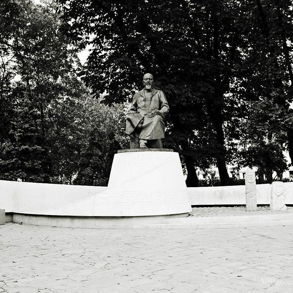 По местам: Памятник Абаю Кунанбаеву. Изображение № 1.