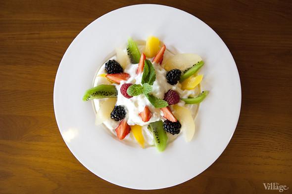 Йогуртовый мусс с фруктами —140 рублей. Изображение № 39.