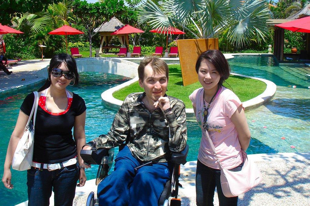 Билет до Бали: Александр Кроу, его сервис Flytourist и война за независимость. Изображение № 1.