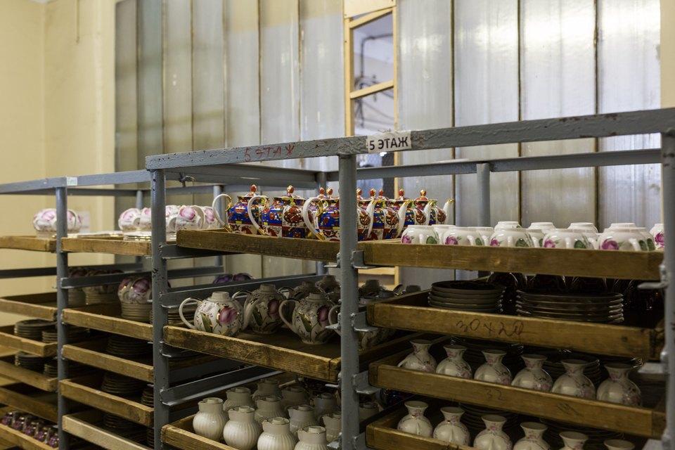 Как делают сервизы истатуэтки наИмператорском фарфоровом заводе. Изображение № 12.