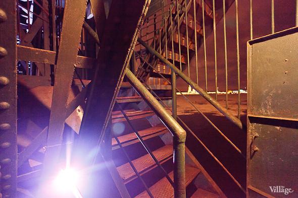 Фоторепортаж: Как разводят Дворцовый мост. Изображение № 12.
