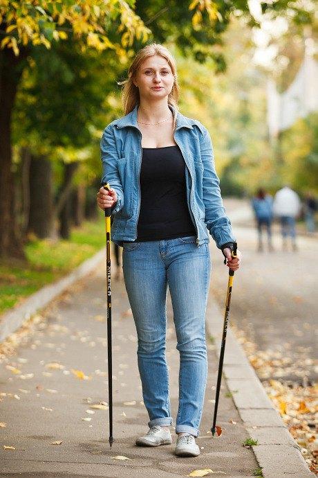 Люди в городе: Кто занимается скандинавской ходьбой. Изображение № 20.