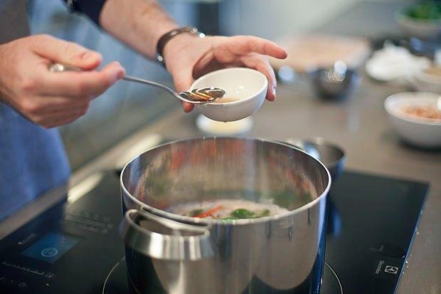 Шеф дома: Том ям и сашими из тунца Геннадия Иозефавичуса. Изображение № 54.