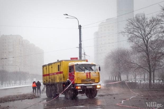 Фоторепортаж: Прорыв труб на «Приморской». Изображение № 5.