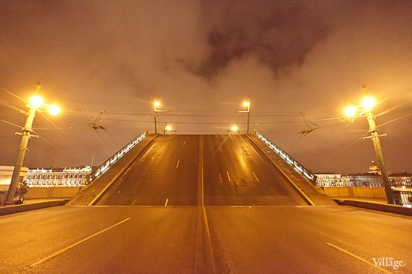 Фоторепортаж: Как разводят Дворцовый мост. Изображение № 39.
