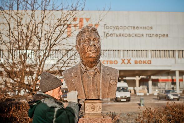 Падение кумиров: В парке «Музеон» демонтировали незаконные памятники. Изображение № 11.