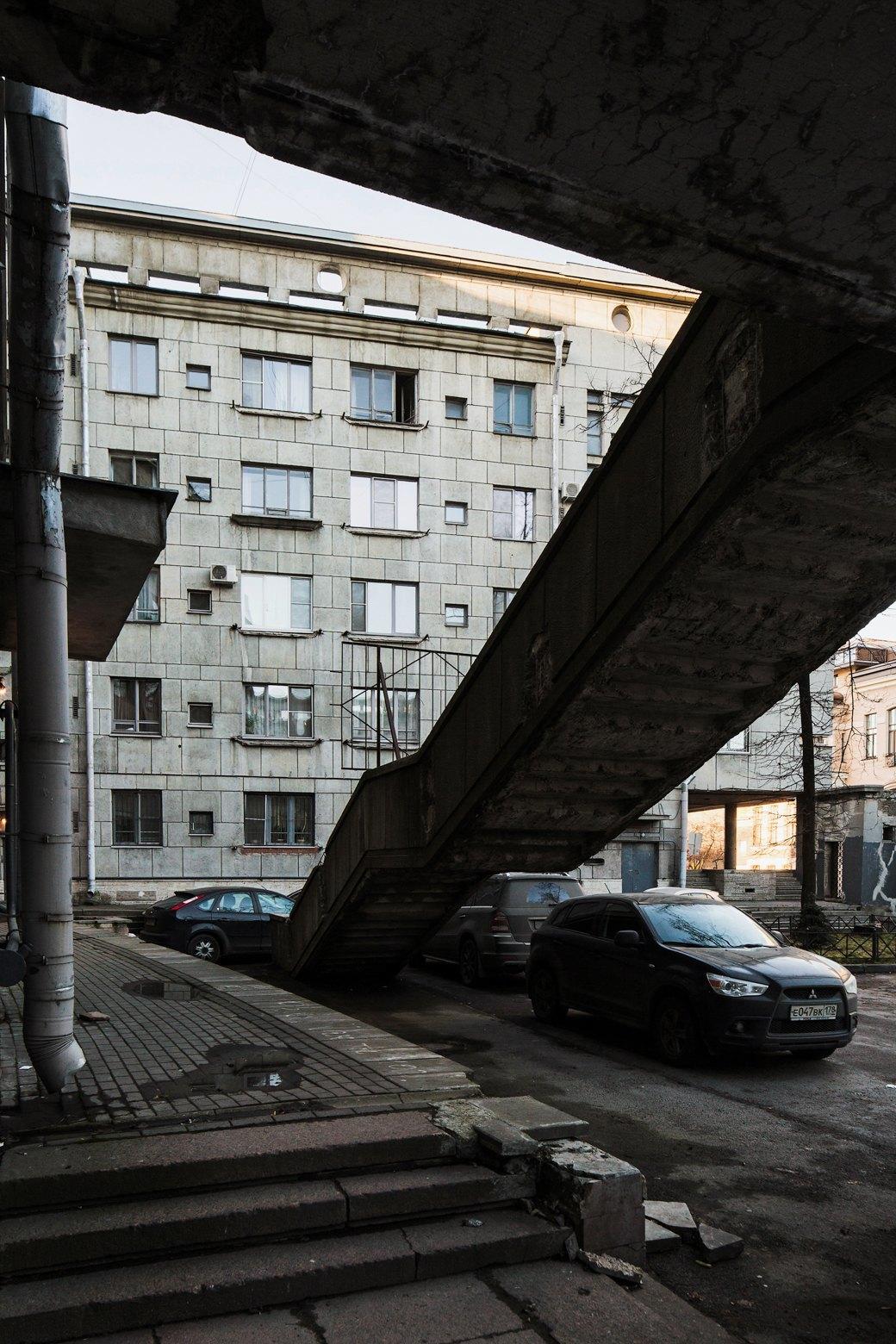 Яживу вдоме Ленсовета наКарповке (Петербург). Изображение № 30.