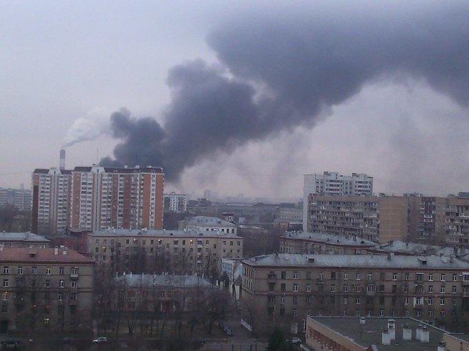 Навостоке Москвы горит автосервис (обновлено). Изображение № 3.