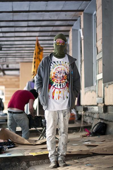 Фоторепортаж: Люди, покупки и опасные отходы на Garage Sale. Изображение № 48.