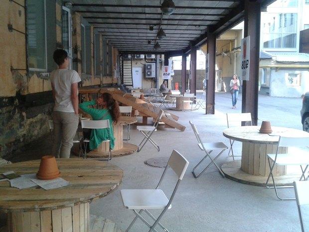 Во дворе «Этажей» заработало кафе. Изображение № 1.