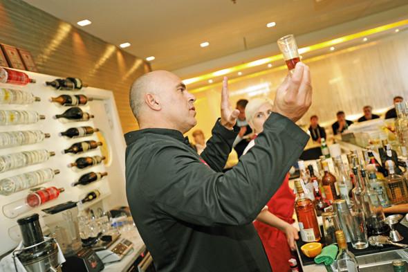 Прямая речь: Шеф-бармен Тони Абу-Ганим — о правильной водке, миксологии и коктейле бармена. Изображение № 9.