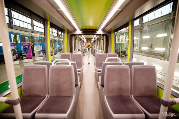 В Петербурге представили новые вагоны метро и низкопольный трамвай. Изображение № 35.