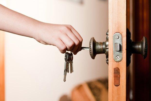 Как обезопасить квартиру, уезжая из города. Изображение № 1.