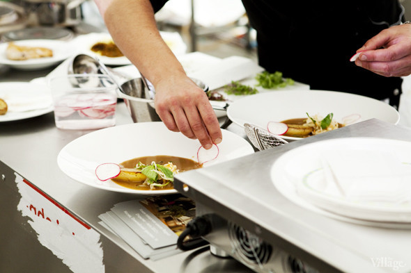 Omnivore Food Festival: Андрей Рывкин готовит карри из петуха на монастырском квасе. Изображение № 33.