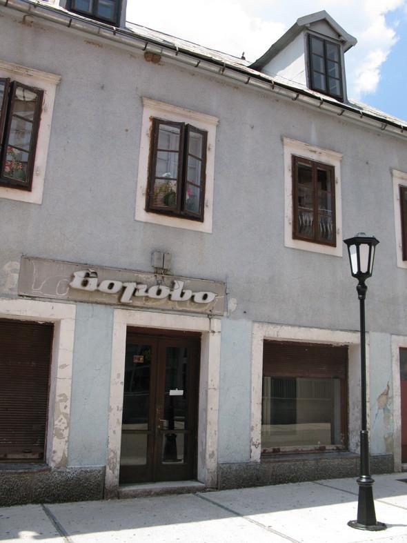 культурная столица Черногории Цетине произвела впечатление поселка в две улица с налетом заброшенности