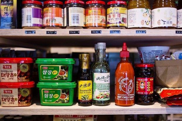 Бары Nude.Coffe & Wine и The Boх, магазин продуктов «Точка I Калашный, 9», кафе Laffa Laffa. Изображение № 3.