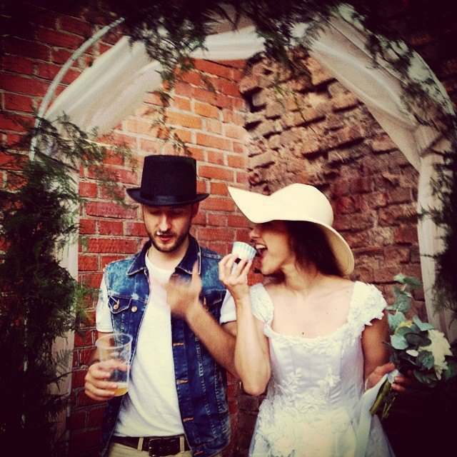 Пары, поженившиеся наStay Hungry Backyard. Изображение № 6.