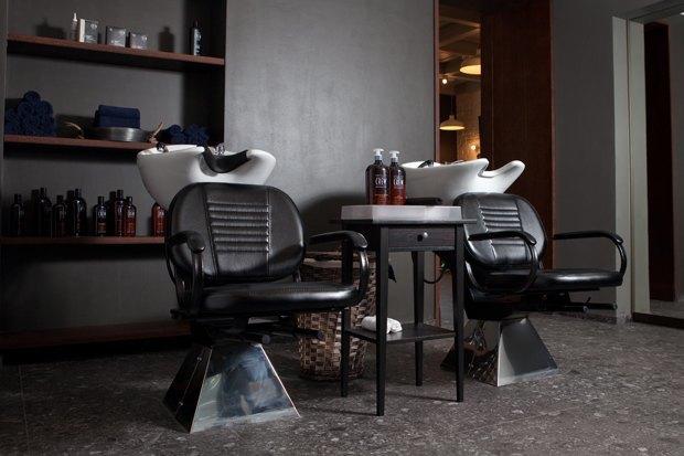 На «Чистых прудах» открылась мужская парикмахерская Mr. Right. Изображение № 2.