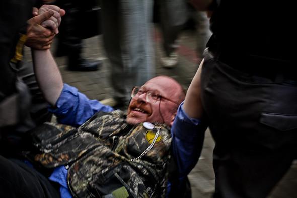 Copwatch: действия полиции на «сидячем» митинге «Стратегии-31» на Триумфальной площади. Изображение № 27.