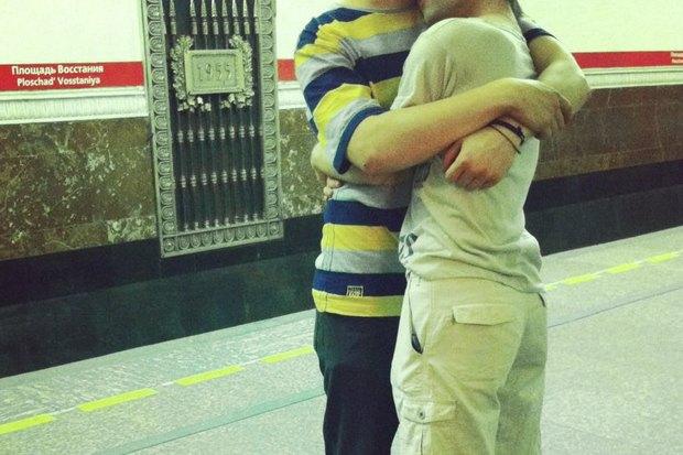 Эксперимент: Могут лиоднополые пары обниматься вметро?. Изображение № 2.