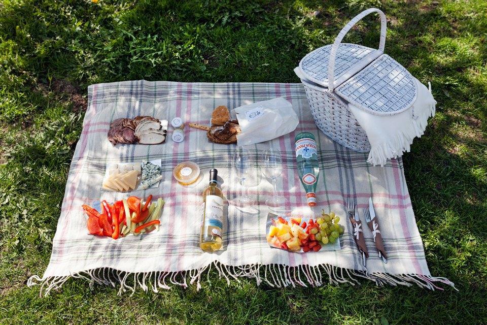 6 корзин для пикника впетербургских ресторанах. Изображение № 1.