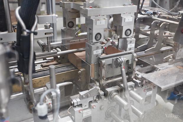 Фоторепортаж: Как делают йогурты на молочном заводе. Изображение № 55.