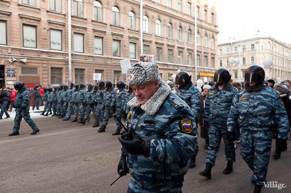 Фоторепортаж: Шествие за честные выборы в Петербурге. Изображение № 6.