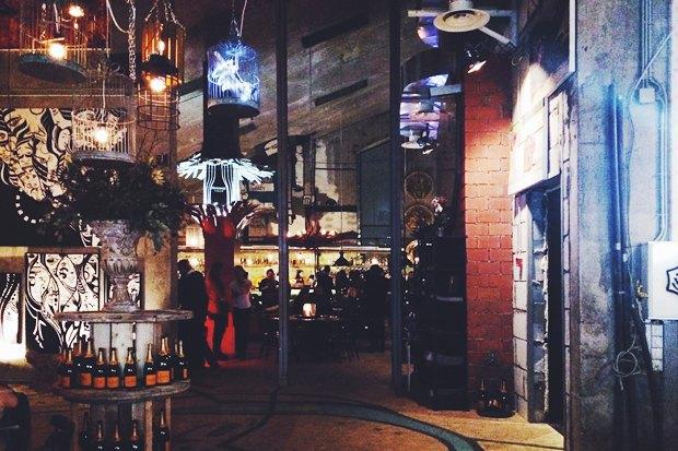 Вид на бар со стороны открытой кухни. Изображение № 3.