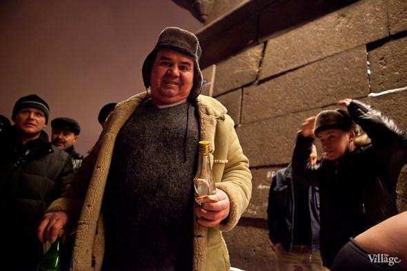 Фоторепортаж: Крещенское купание в Петербурге. Изображение № 5.