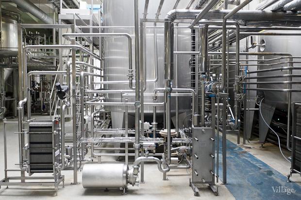 Фоторепортаж: Как делают йогурты на молочном заводе. Изображение № 28.
