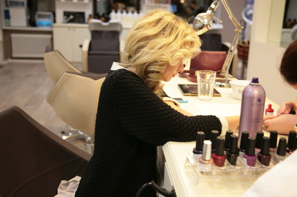 Новое место: Салон причёсок «Фен Dry Bar». Изображение № 2.