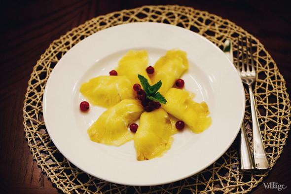 Карпаччо из ананаса с творожным кремом — 120 рублей. Изображение № 37.