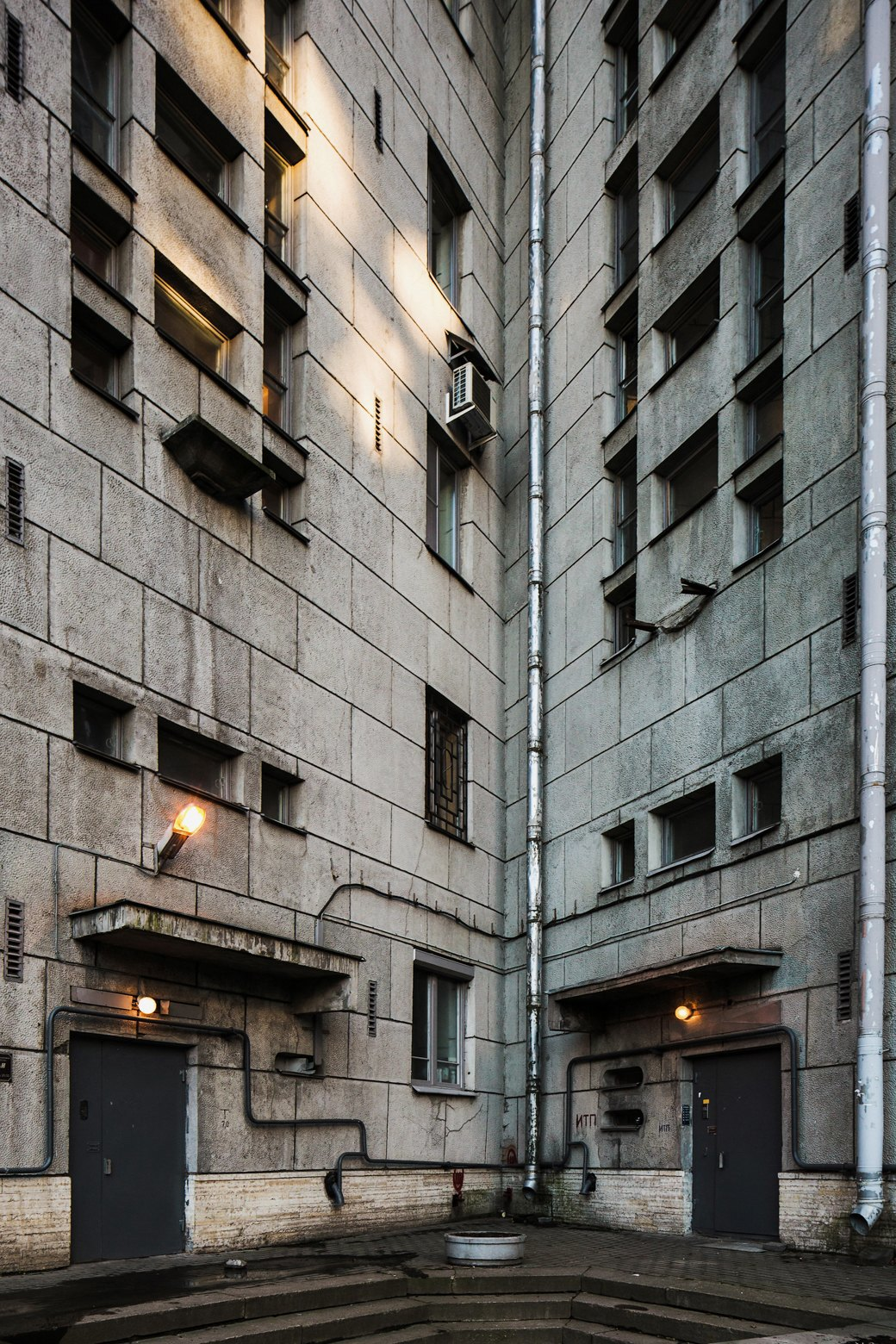 Яживу вдоме Ленсовета наКарповке (Петербург). Изображение № 8.