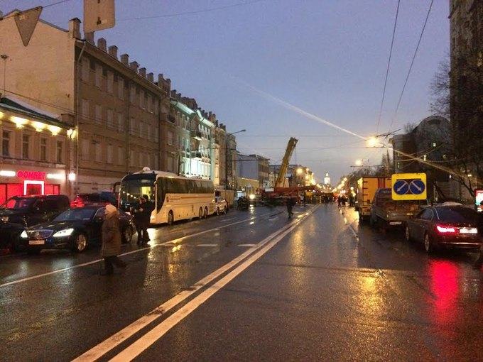 Движение по Каретному Ряду ограничено из-за рухнувшего здания (обновлено). Изображение № 3.