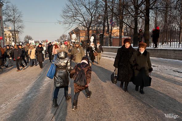 Фоторепортаж: Шествие за честные выборы в Петербурге. Изображение № 38.