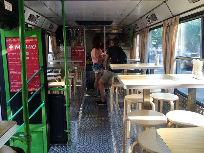 В Петербурге появилось бистро вавтобусе «Сытый пёс». Изображение № 2.