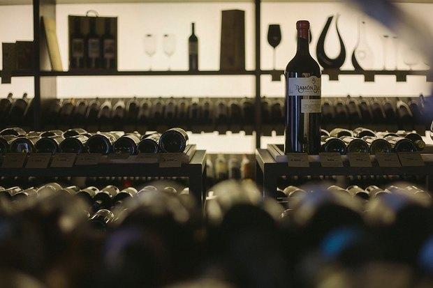 На Ждановской набережной открылась винотека Il Vino . Изображение № 1.