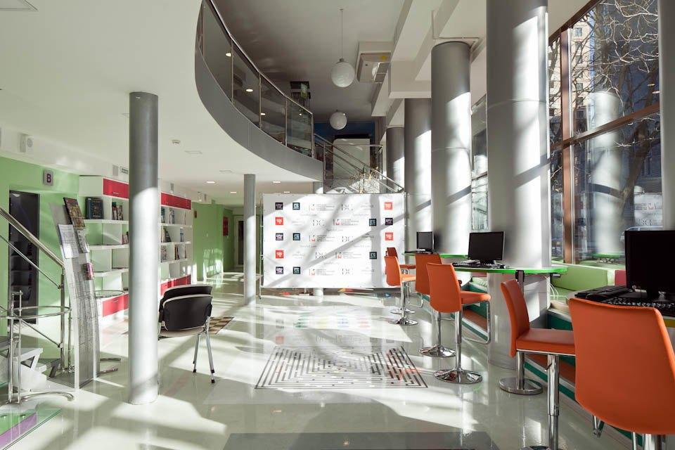 Как выглядит самая модная библиотека Петербурга М-86. Изображение № 3.