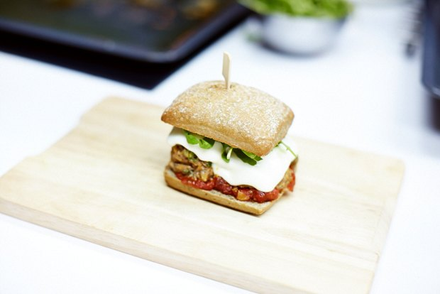 Шеф дома: Смэш-бургер и хиро-сэндвич Федора Тардатьяна. Изображение № 36.