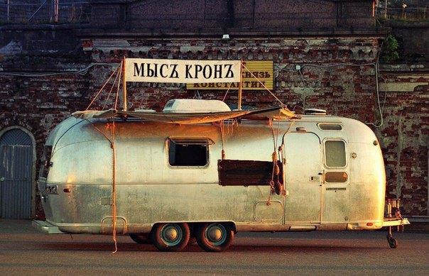 У Спаса наКрови появилось кафе на колёсах «Мысъ Кронъ». Изображение № 1.