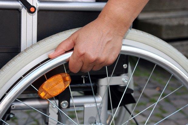 Инвалиды-колясочники—  ожизни вроссийских городах . Изображение № 6.