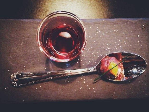 Тартар из оленины с джином, настоянным на свёкле и хрене Тимма Владимира. Изображение № 2.