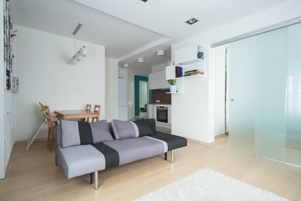 Квартира для большой семьи сминималистским интерьером. Изображение № 2.
