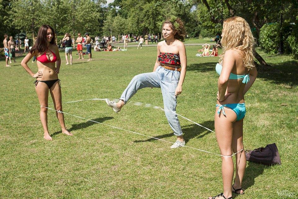 Люди в городе: Играющие в парках. Изображение № 13.
